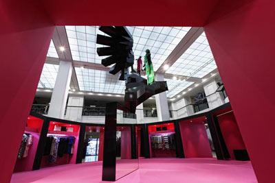 KaDeWe Kaufhaus des Westens Berlin Ausstellung Mode Kleider